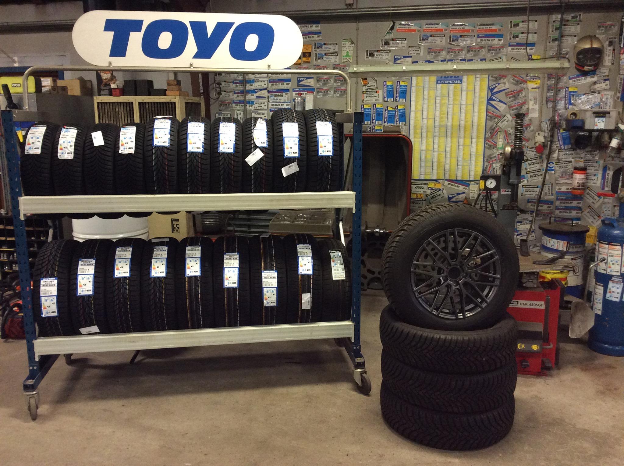 Hos Bladstrup smedie tilbyder vi dækservice i Otterup og omegn. Du får derfor opbevaring af dæk, og skift til nye her.