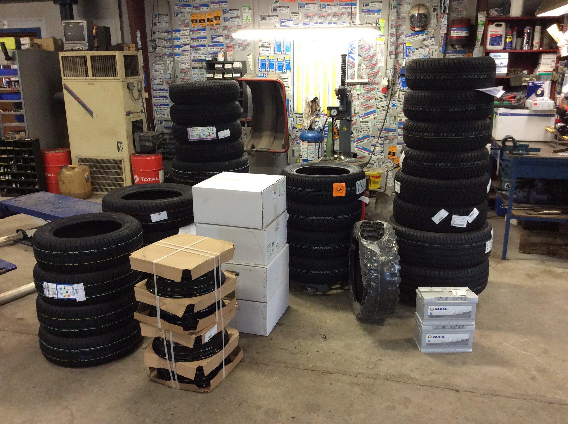 Skal du være godt kørende? Bladstrup Smedie tilbyder dækservice, og kan leverer stort set alt.